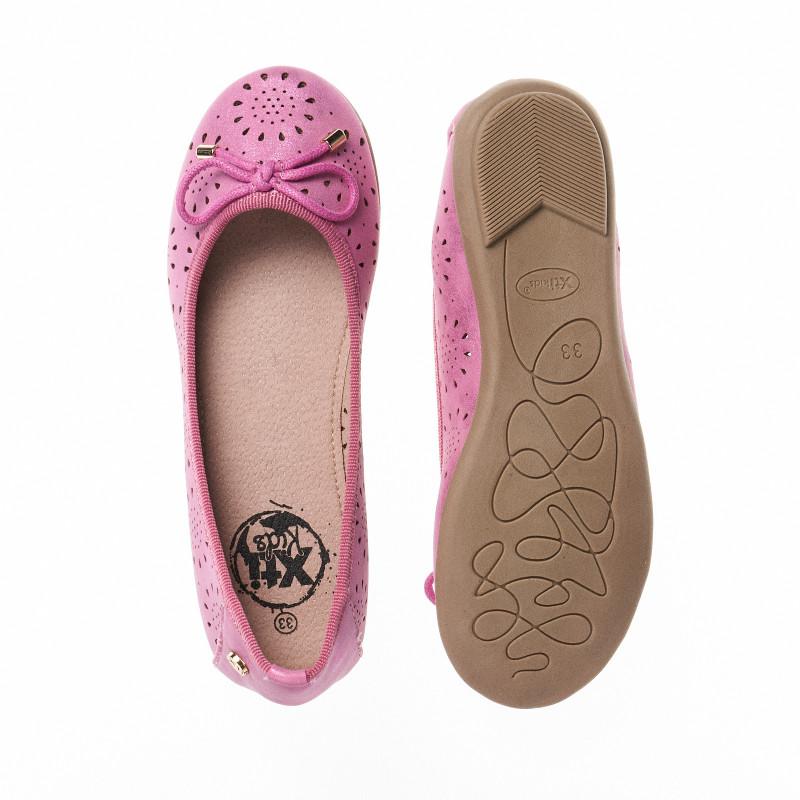 Παπούτσια μπαλαρίνας για ένα κορίτσι με ροζ κορδέλα  16464