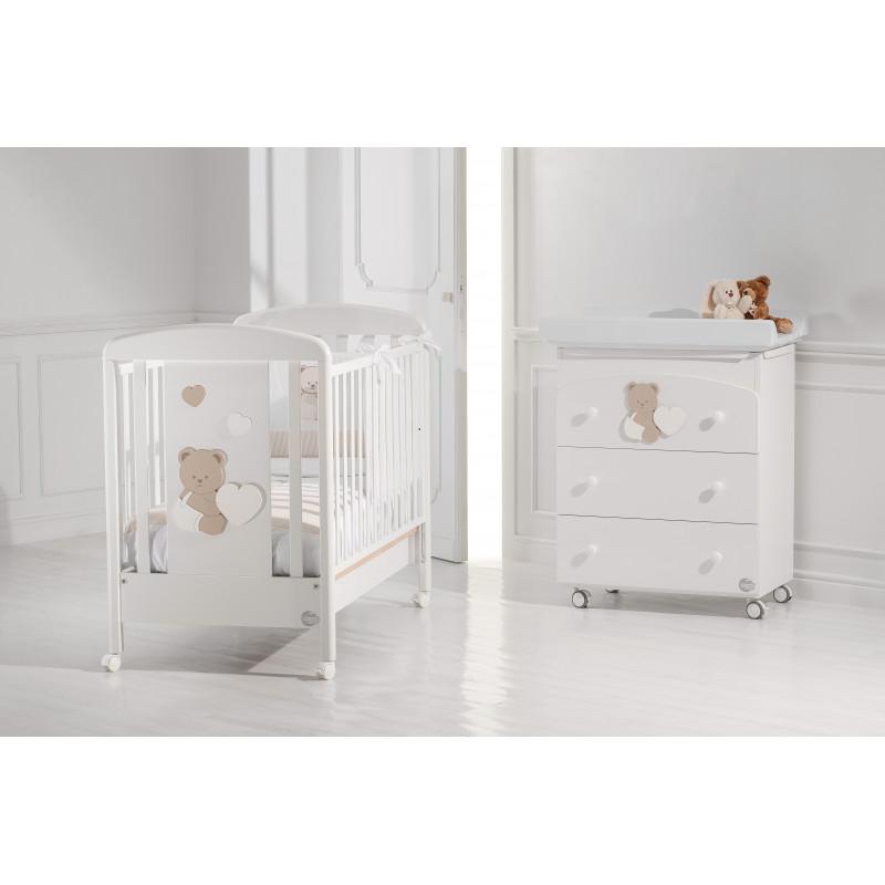 Συρταριέρα με μπανιέρα και αλλαξιέρα, με μια μικρή αρκούδα και μια καρδιά  2566